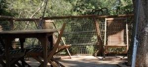 Photo - Oenotourisme - cabane dans les arbres - Terrasse Rollier - Domaine de l'Arbousier - Montpellier Hérault Tourisme