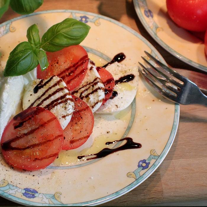 Photo - vin rosé - mets - salade